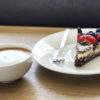 Schoko Kokos Cheesecake mit Beeren